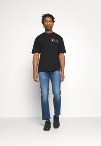 Levi's® - 502™ TAPER - Slim fit jeans - smoke stacked adv - 1