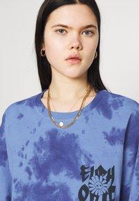 BDG Urban Outfitters - TIE DYE FLOWER - Long sleeved top - blue - 3