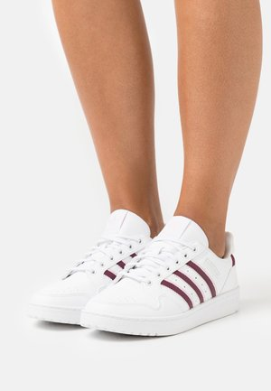 NY 90 STRIPES  - Sneakersy niskie - footwear white/victory crimson/clear pink