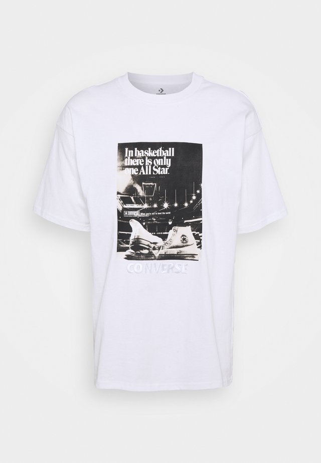 CHUCK TAYLOR WASHED ARCHIVE BASKETBALL TEE UNISEX - Print T-shirt - white