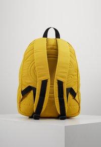 Champion - BACKPACK - Reppu - mustard yellow - 2