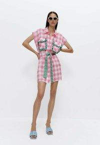 Uterqüe - MIT VICHYKAROS  - Shirt dress - pink - 3