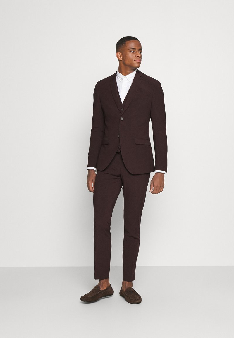 Isaac Dewhirst - THE FASHION SUIT 3 PIECE - Kostym - bordeaux