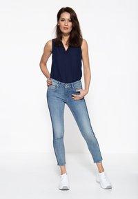 Amor, Trust & Truth - MIT SEITLICHE - Slim fit jeans - blau - 1