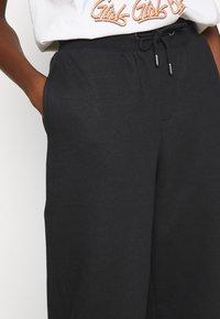 ONLY - ONLHAILEY PANTS  - Teplákové kalhoty - black - 4