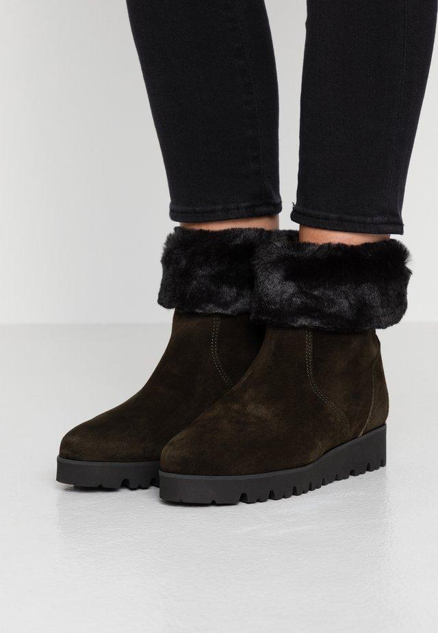 Kotníkové boty na platformě - mimetico