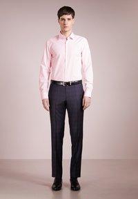 HUGO - JENNO SLIM FIT - Formal shirt - light/pastel pink - 1