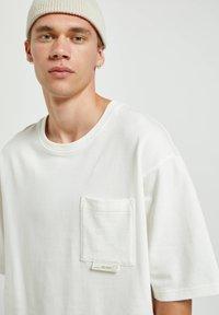 PULL&BEAR - Basic T-shirt - white - 3