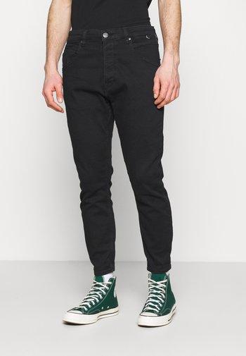 ALEX SANZA - Jeans Tapered Fit - black