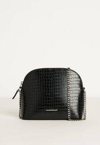 Bershka - 03386266 - Across body bag - black - 0