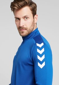 Hummel - CORE ZIP - Long sleeved top - bleu - 3