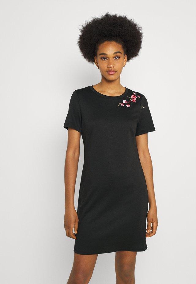 VITINNY EMBROIDERY DRESS - Žerzejové šaty - black/flower embroidery