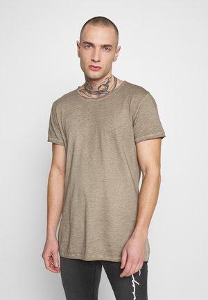 VITO SLUB - T-shirt con stampa - vintage dark sand