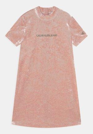 CRUSHED - Denní šaty - delicate rose