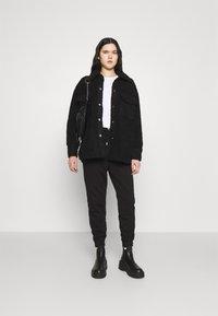 Monki - HAZEL SCALE UP - Short coat - black dark - 1