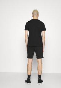CLOSURE London - BRANDED  - Tracksuit bottoms - black - 2