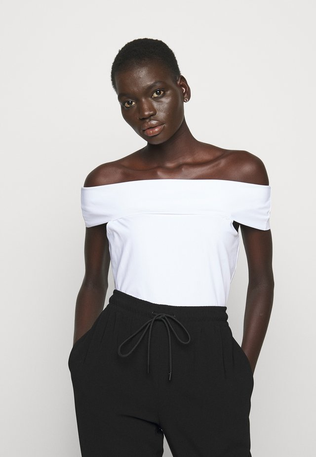 SABRYNNA DIVISION  - Camiseta estampada - white