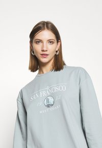 Miss Selfridge - LONGLINE SAN FRAN SLOGAN OVERSIZED TEE - Pyjama top - blue - 4