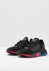 adidas Originals - NMD_R1.V2 - Matalavartiset tennarit - core black/carbon - 2