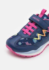 Geox - PAVEL GIRL - Sneakers laag - navy/multicolor - 5