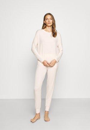 Pyjamas - peach/cream