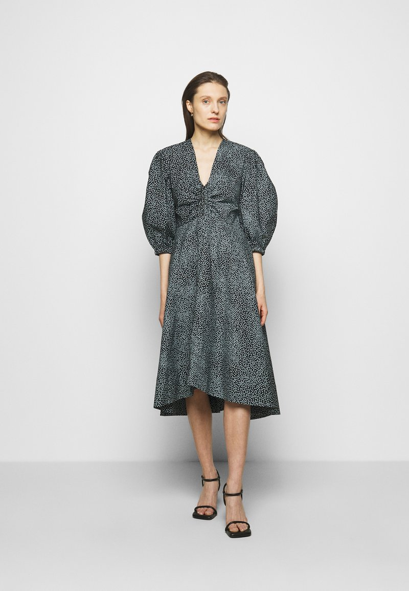 Proenza Schouler White Label - EXAGGERATED SLEEVE FITTED DRESS - Denní šaty - steel blue/black