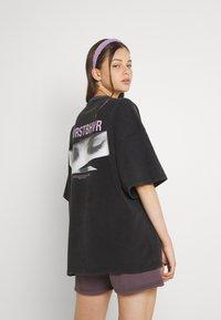 WRSTBHVR - WIDE SHUT WOMEN - T-shirt imprimé - vintage black - 3