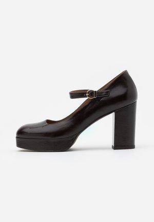 VANUI - Klassiska pumps - marron