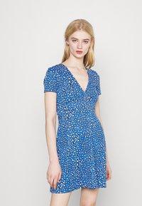 Tommy Jeans - FLARE LEO PRINT DRESS - Jersey dress - blue - 0