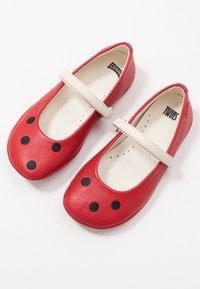 Camper - RIGHT KIDS TWINS - Ballerina's met enkelbandjes - red - 6