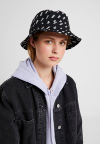 Vans - UNDERTONE BUCKET - Hattu - black retro vans - 4