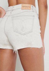 Calvin Klein Jeans - HIGH RISE SHORT - Shorts di jeans - bleach grey - 5