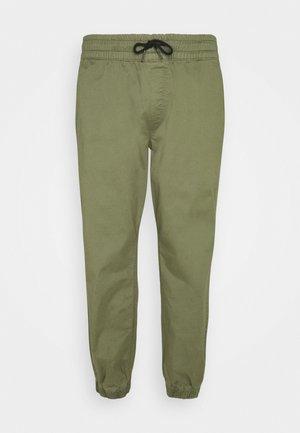 JJIGORDON JJLANE - Teplákové kalhoty - deep lichen green