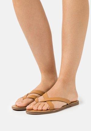 BOARDWALK LIV  - T-bar sandals - desert camel