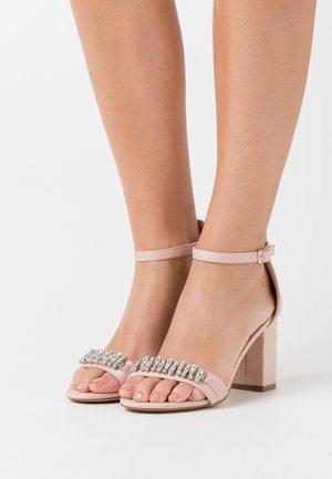 Sandalias de tacón - pink