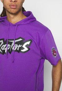 Mitchell & Ness - NBA TORONTO RAPTORS GAMEDAY HOODY - Hoodie - purple/raptors purple - 4