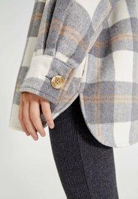 PULL&BEAR - Button-down blouse - light grey - 4