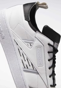 Reebok Classic - CLUB C REE:DUX SHOES - Sneaker low - white - 7