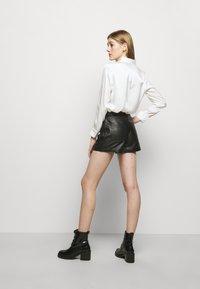 maje - IRINE - Shorts - noir - 2