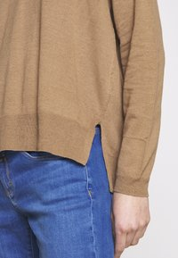 CLOSED - WOMEN´S - Jumper - golden oak - 4
