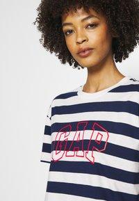GAP - EASY TEE - Print T-shirt - navy/white - 4