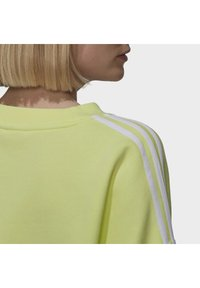 adidas Originals - OVERSIZED - Sweatshirt - pulse yellow - 5