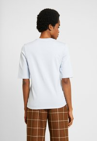 Lacoste - ROUND NECK CLASSIC TEE - T-Shirt basic - phoenix blue - 2
