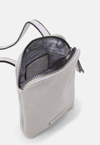 SURI FREY - FRANZY - Across body bag - ecru - 2