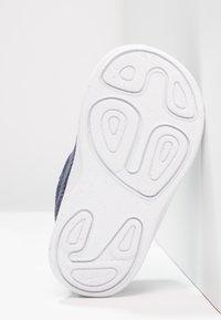 Nike Performance - REVOLUTION 4 - Neutrální běžecké boty - neutral indigo/light carbon/obsidian/black/white - 4