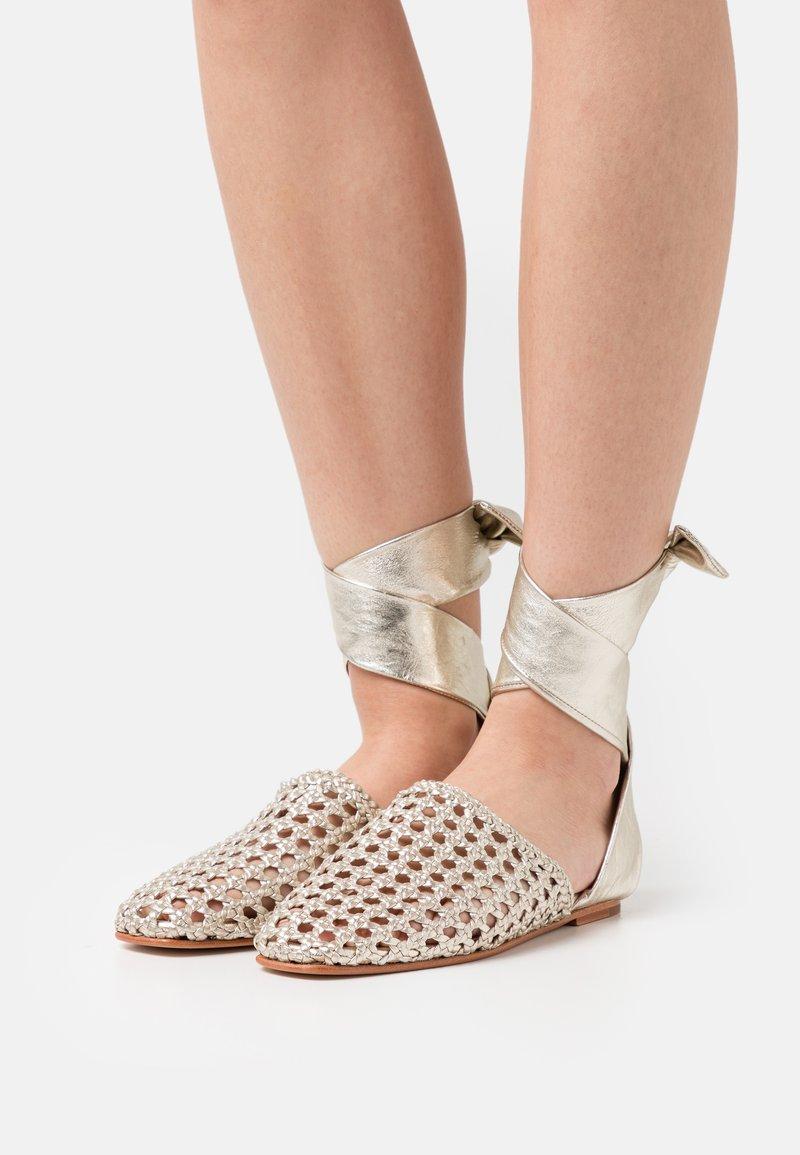 Melvin & Hamilton - MELLY 8 - Ankle strap ballet pumps - platint/natural