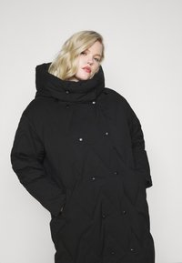 Vero Moda Curve - VMPUFFY LONG JACKET - Down coat - black - 4