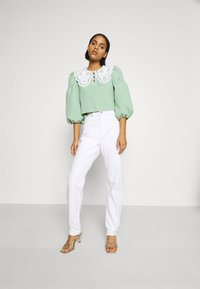 Sister Jane - TOURNAMENT COLLAR CROPPED BLOUSE - Blouse - green - 1