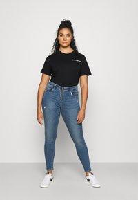 Calvin Klein Jeans Plus - PLUS VERTICAL LOGO TEE - Print T-shirt - black - 1