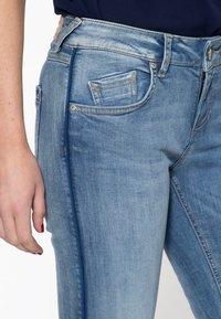 Amor, Trust & Truth - MIT SEITLICHE - Slim fit jeans - blau - 3